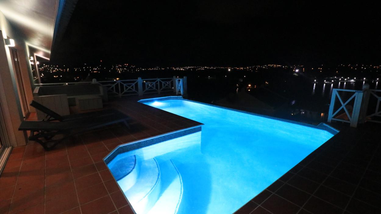 07_Zwembad_nacht